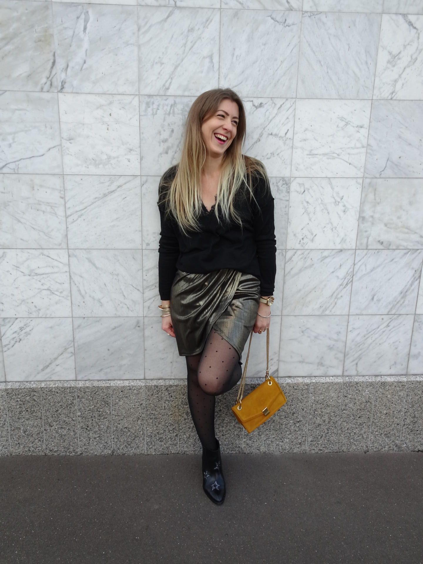 Sharefashion - Look & Astuces - Comment porter la robe dorée en journée